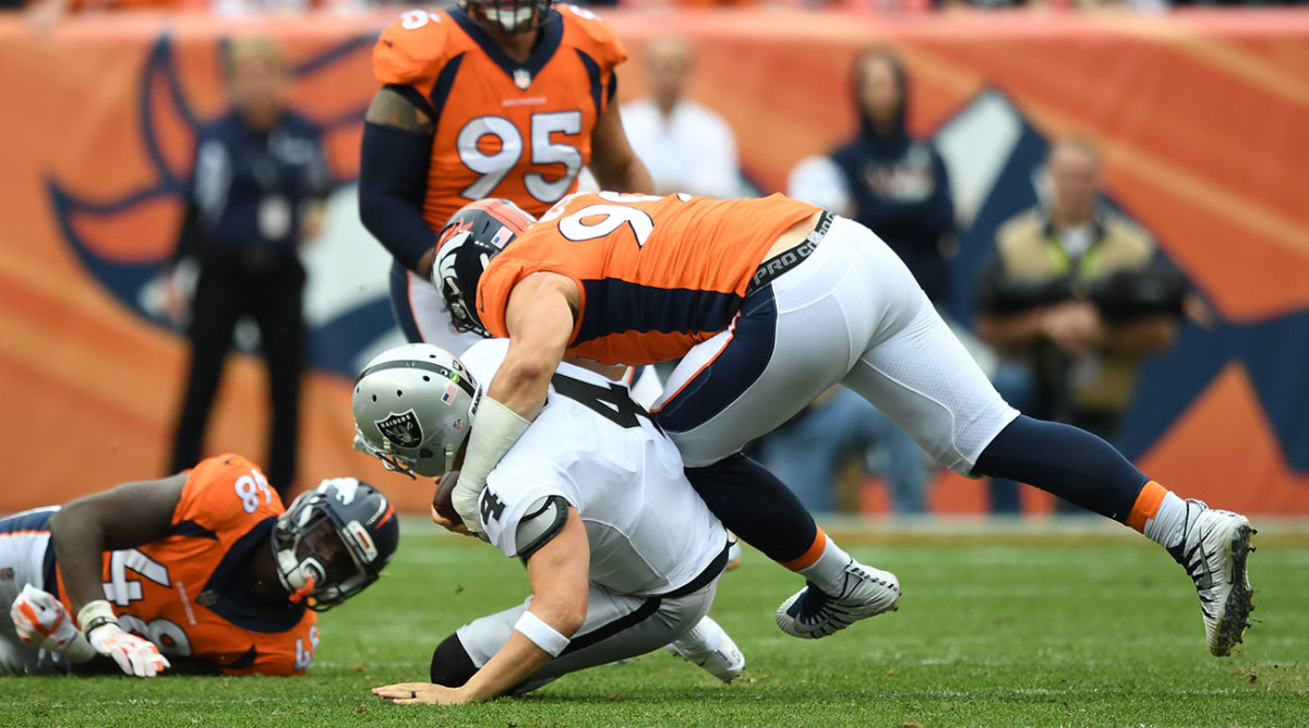 Derek Carr left in the third quarter with a back injury. The Raiders ultimately lost, 16-10.