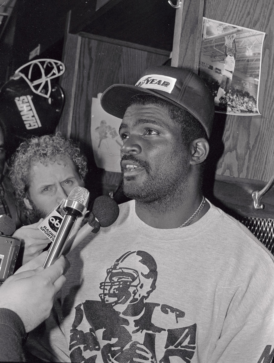 LT talks to the press after crossing the picket line, Oct. 14, 1987.