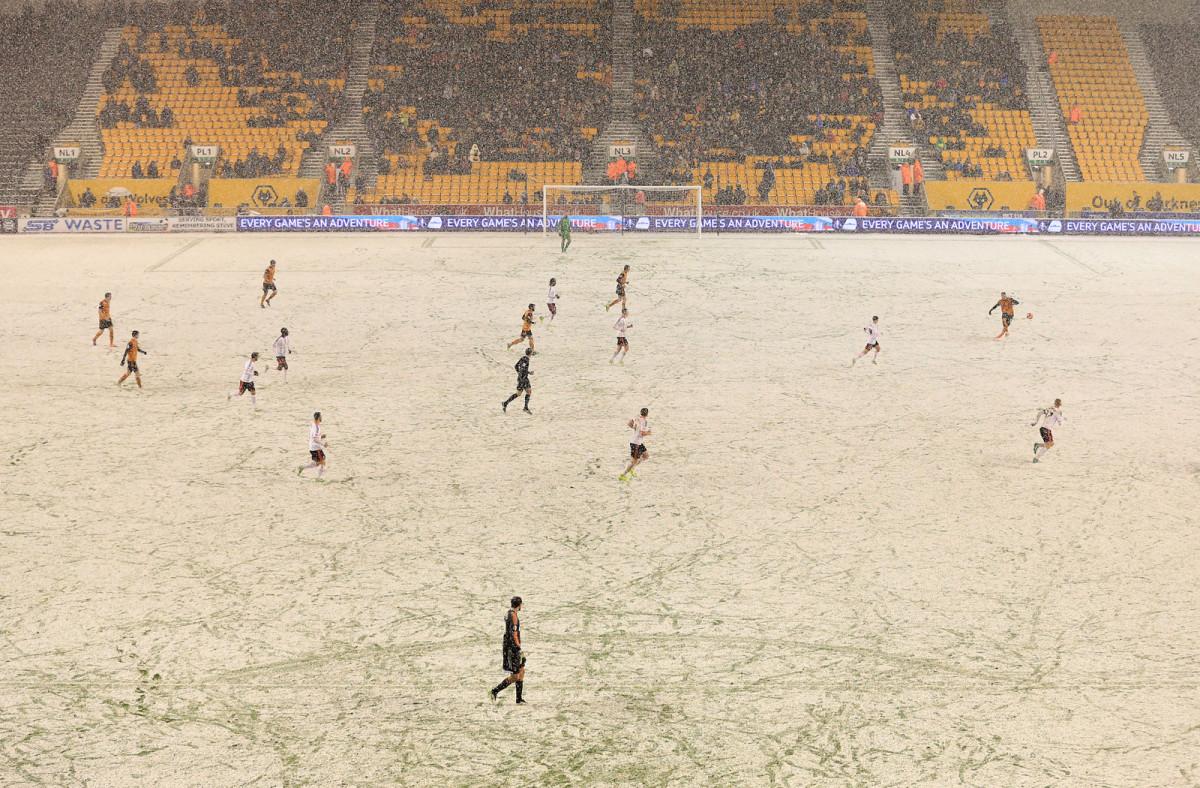 wolves-fulham-snow-2.jpg