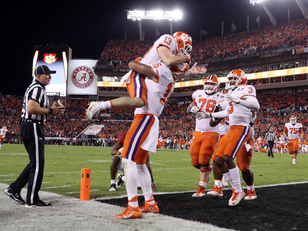 renfrow-touchdown-catch-celebration.jpg