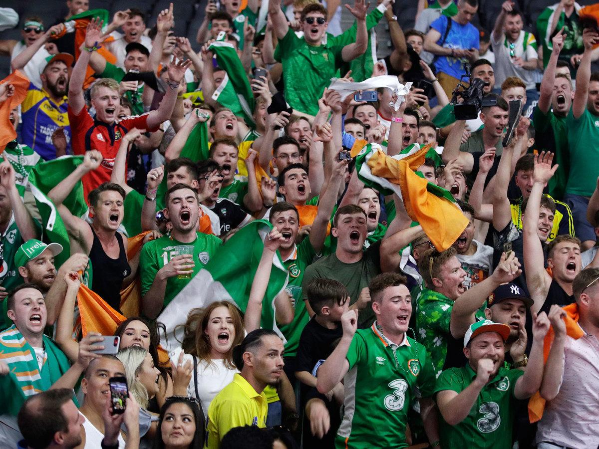 mayweather-mcgregor-ireland-fans-flags-1300.jpg