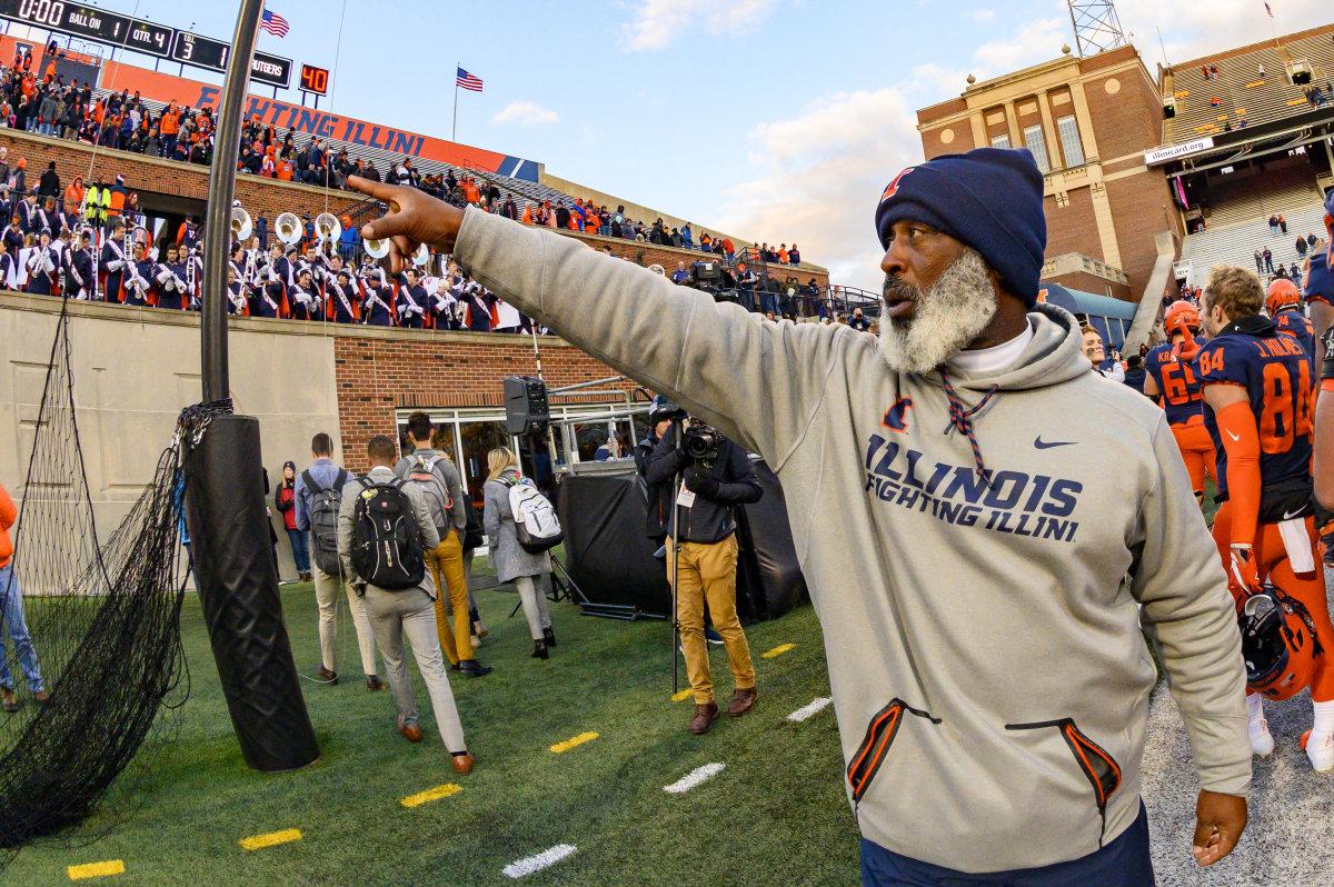 Illinois head coach Lovie Smith celebrates after defeating Rutgers at Memorial Stadium.