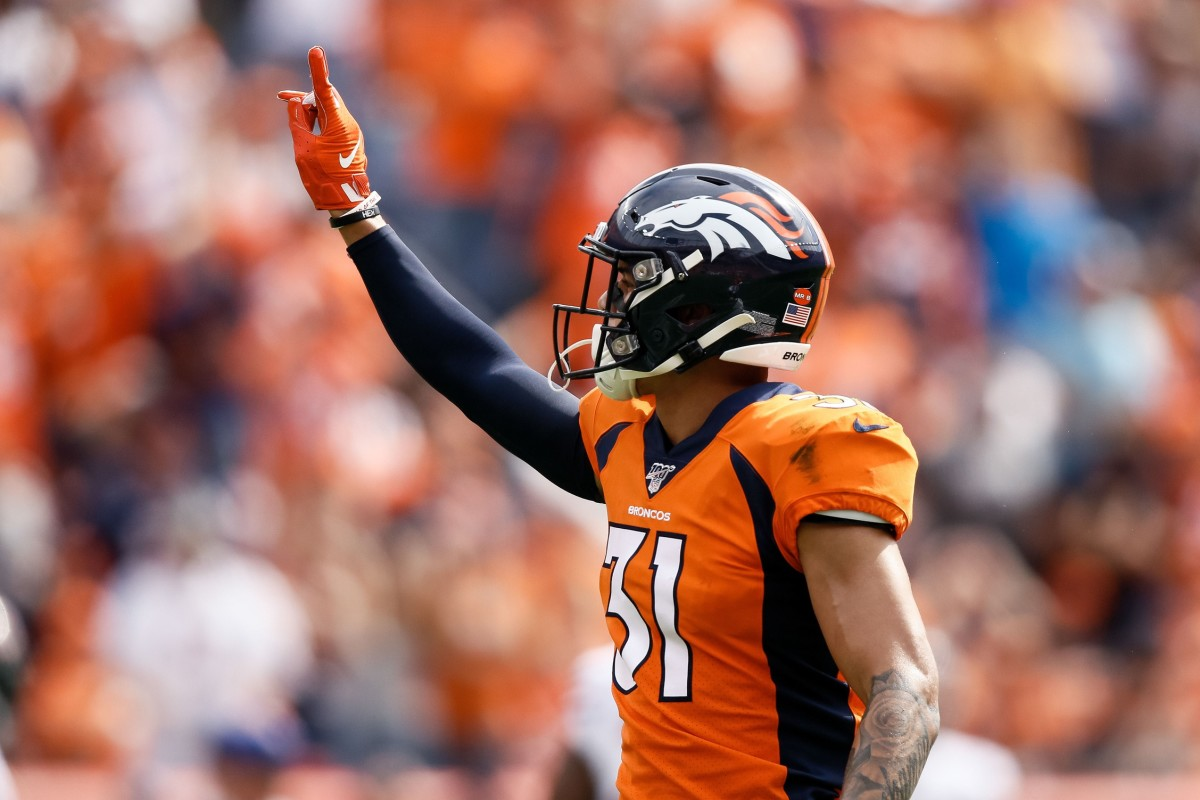 Denver Broncos safety Justin Simmons (31) gestures in the first quarter against the Chicago Bears at Empower Field at Mile High.