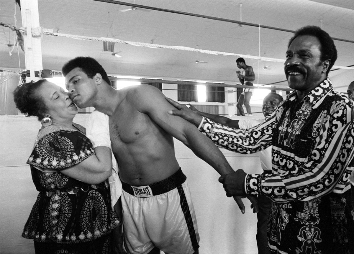 1974-Muhammad-Ali-mother-Odessa-father-Cassius-079008709.jpg