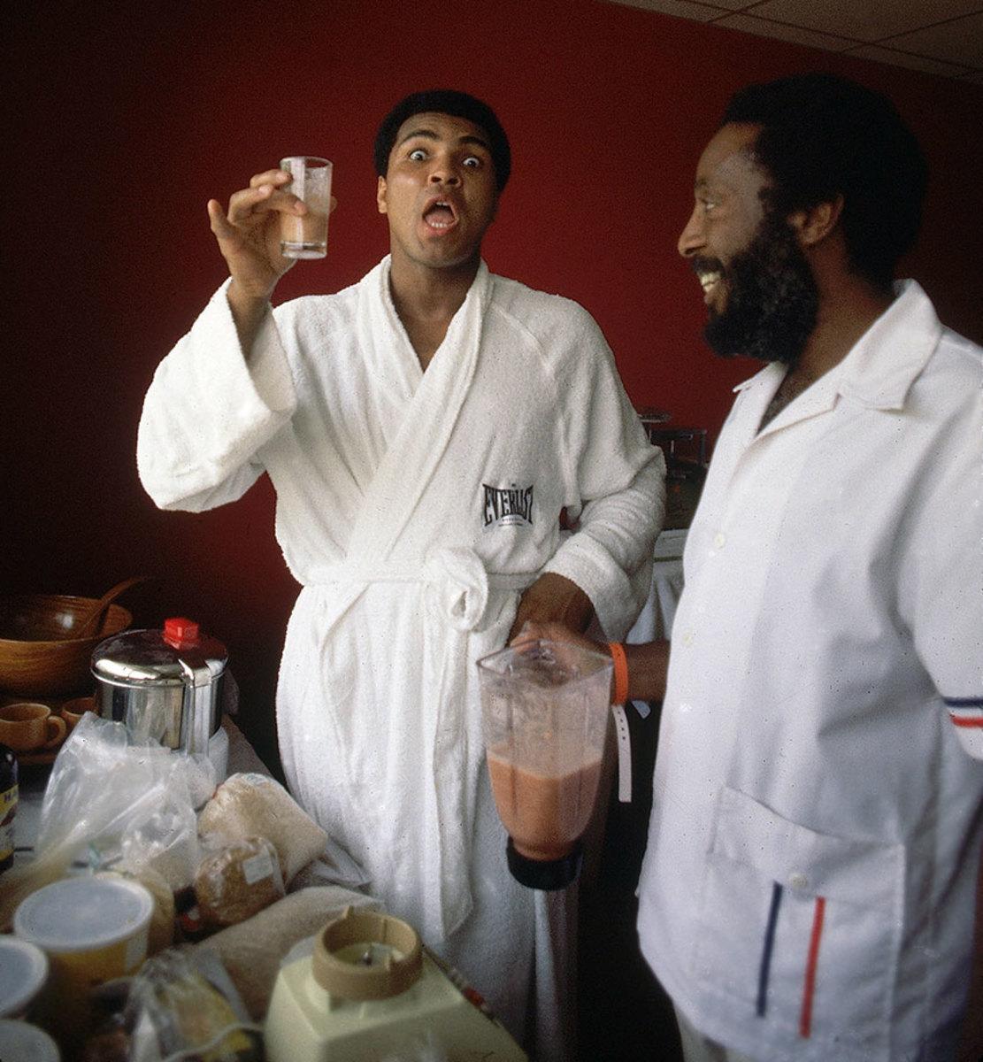 1976-Muhammad-Ali-Dick-Gregory-001299297.jpg