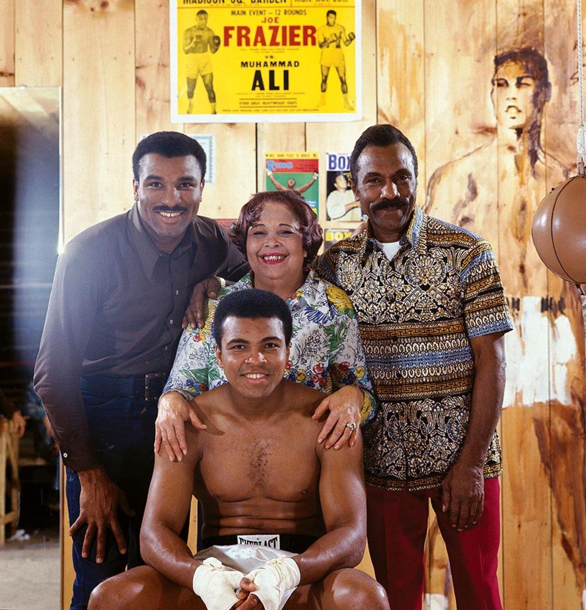 1974-Muhammad-Ali-brother-Rahman-mother-Pdessa-father-Cassius-014473364.jpg