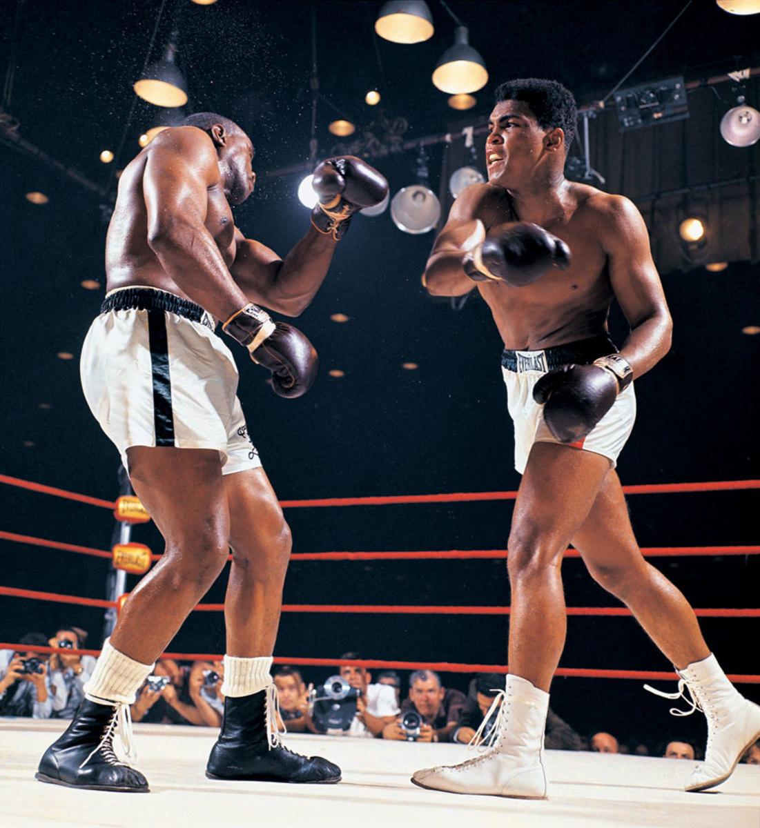 1964-0225-Muhammad-Ali-Cassius-Clay-Sonny-Liston-014476250.jpg