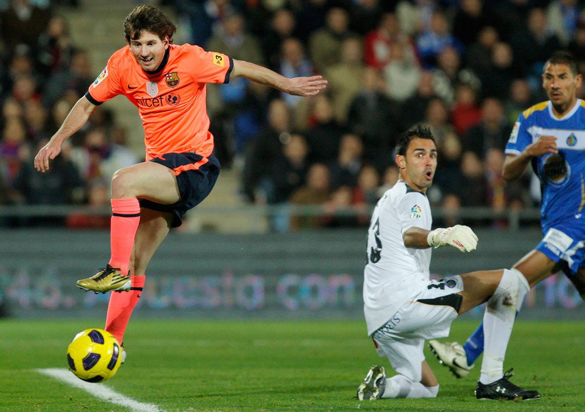 2010-1107-Lionel-Messi-Jordi-Codina.jpg