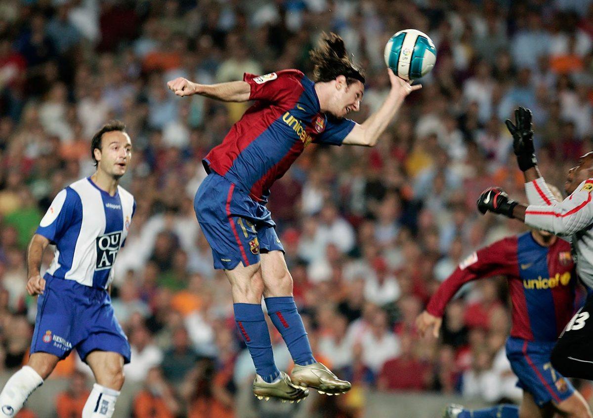 2007-0609-Lionel-Messi-hand.jpg
