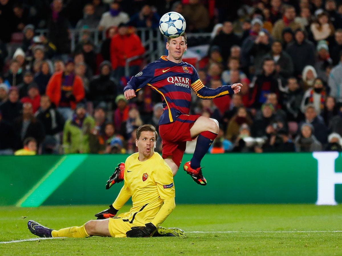 2015-1124-Lionel-Messi-Wojciech-Szczesny.jpg