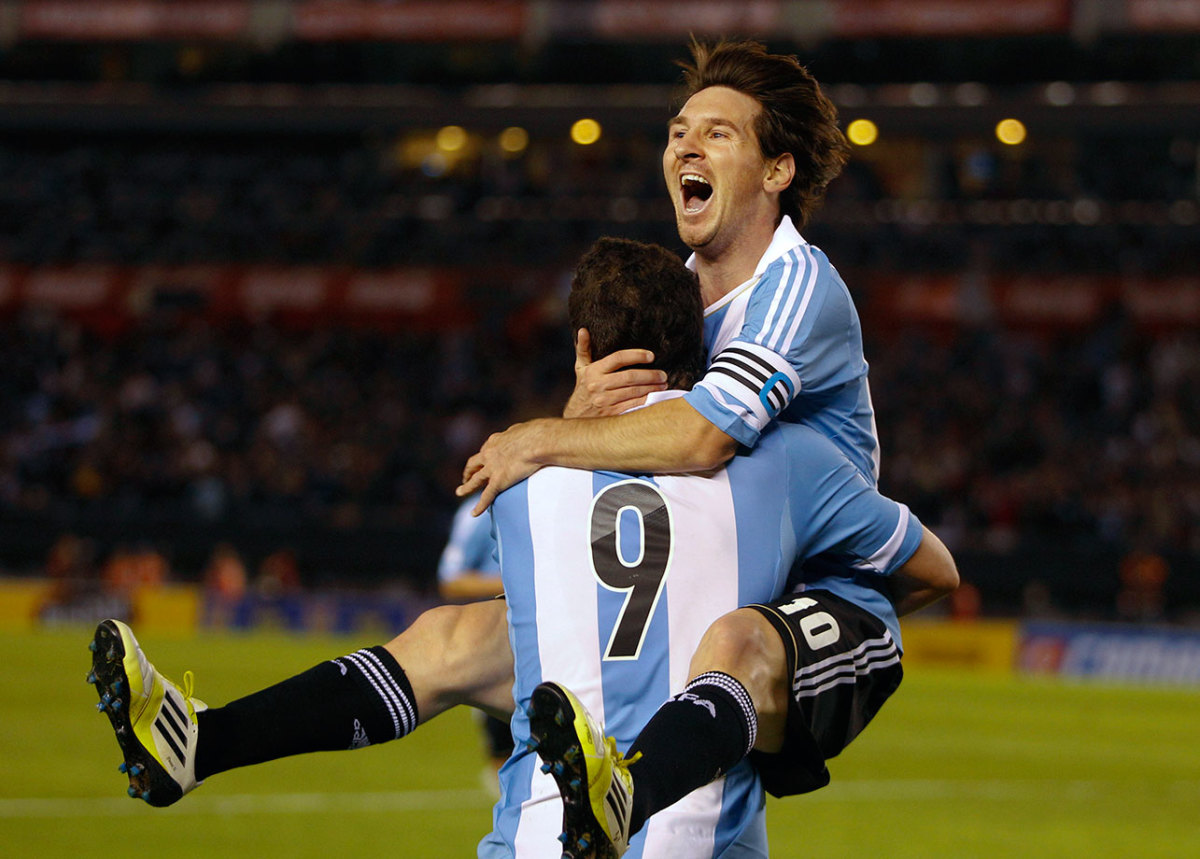 2012-0602-Lionel-Messi-Gonzalo-Higuain.jpg