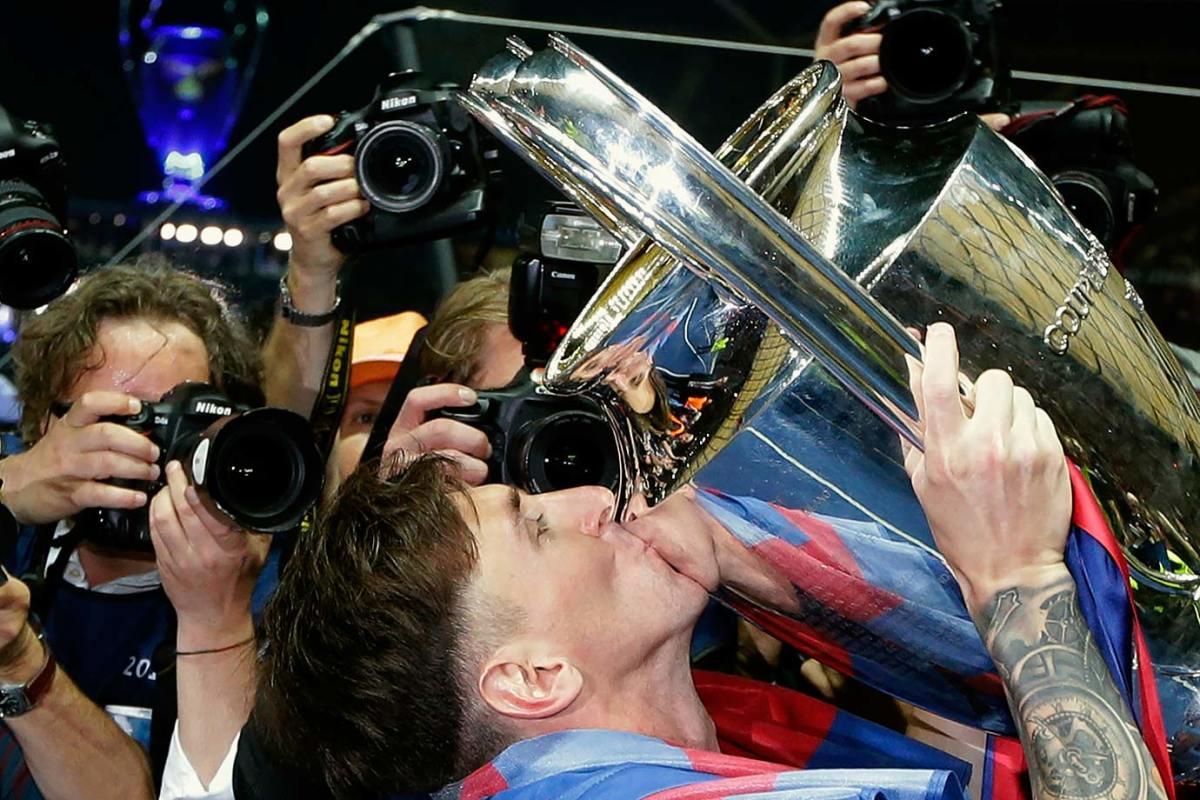 2015-0606-Lionel-Messi-Champions-League-trophy.jpg