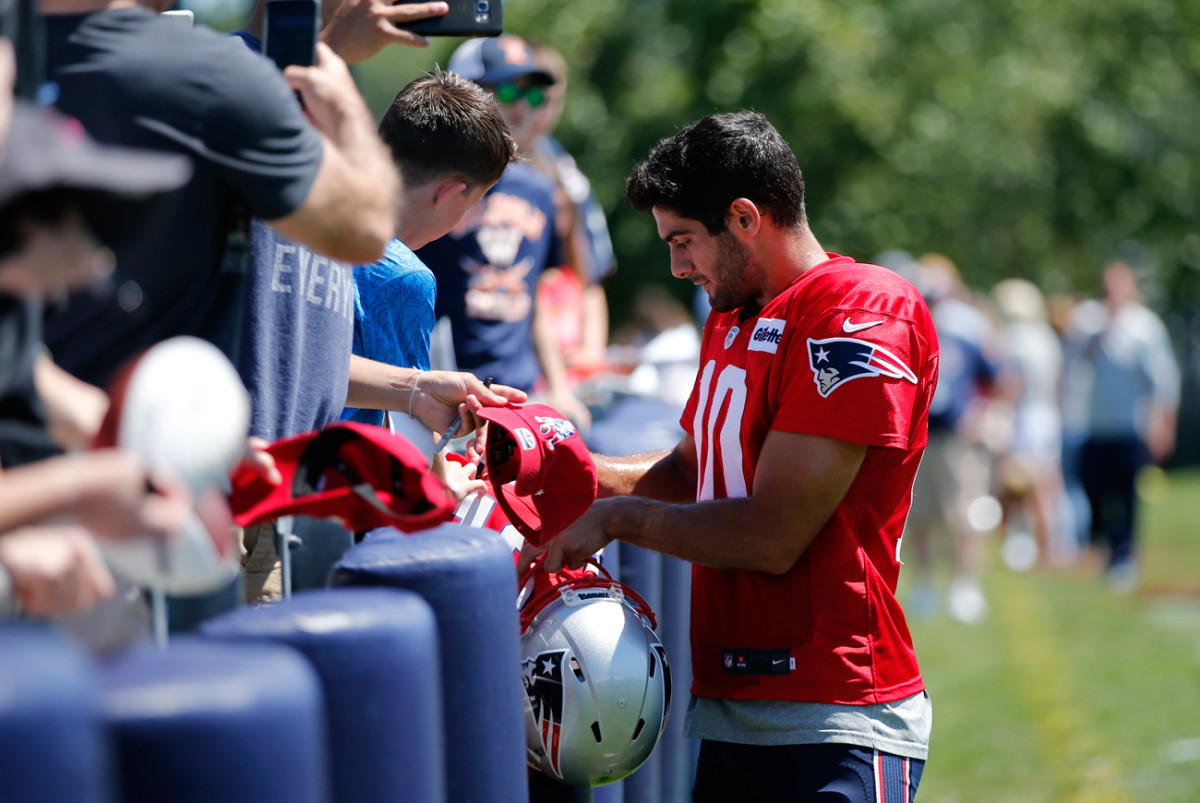 Jimmy Garoppolo's expiring contract could result in the young quarterback getting a shot at the open market in 2018.