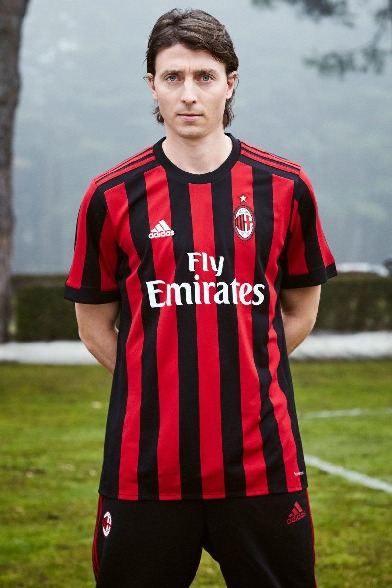 AC-Milan-Jersey-1.jpg