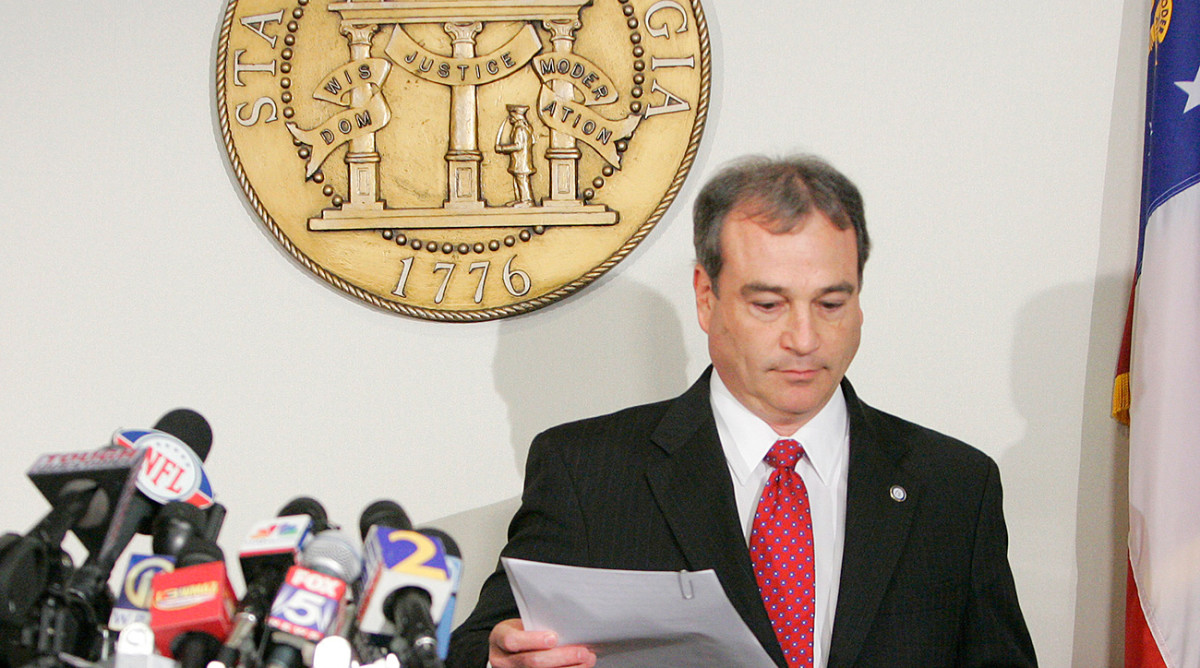 In 2010, DA Fred Bright gets ready to announce that criminal charges won't be filed against Ben Roethlisberger.
