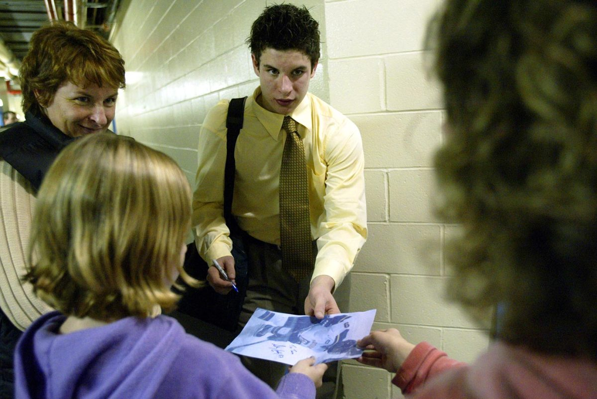 2003-Sidney-Crosby-mom-Trina-fan-autograph-298D4705.jpg