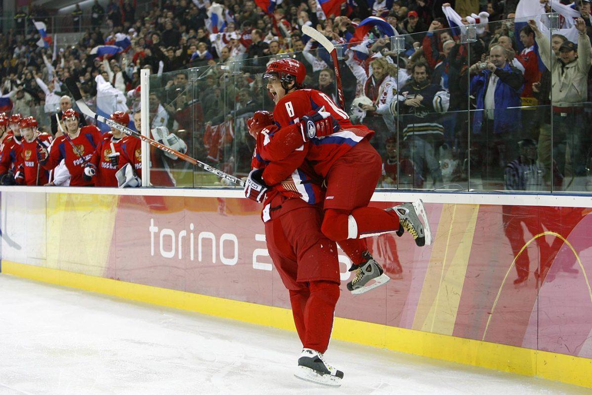 2006-Alex-Ovechkin-Anton-Volchenkov-014823697.jpg