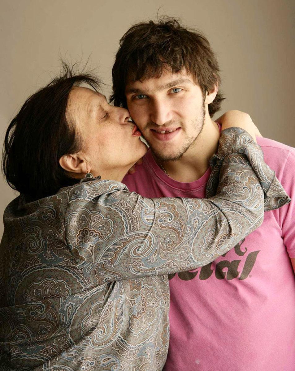 2008-Alex-Ovechkin-mom-Tatiana-op80-531.jpg