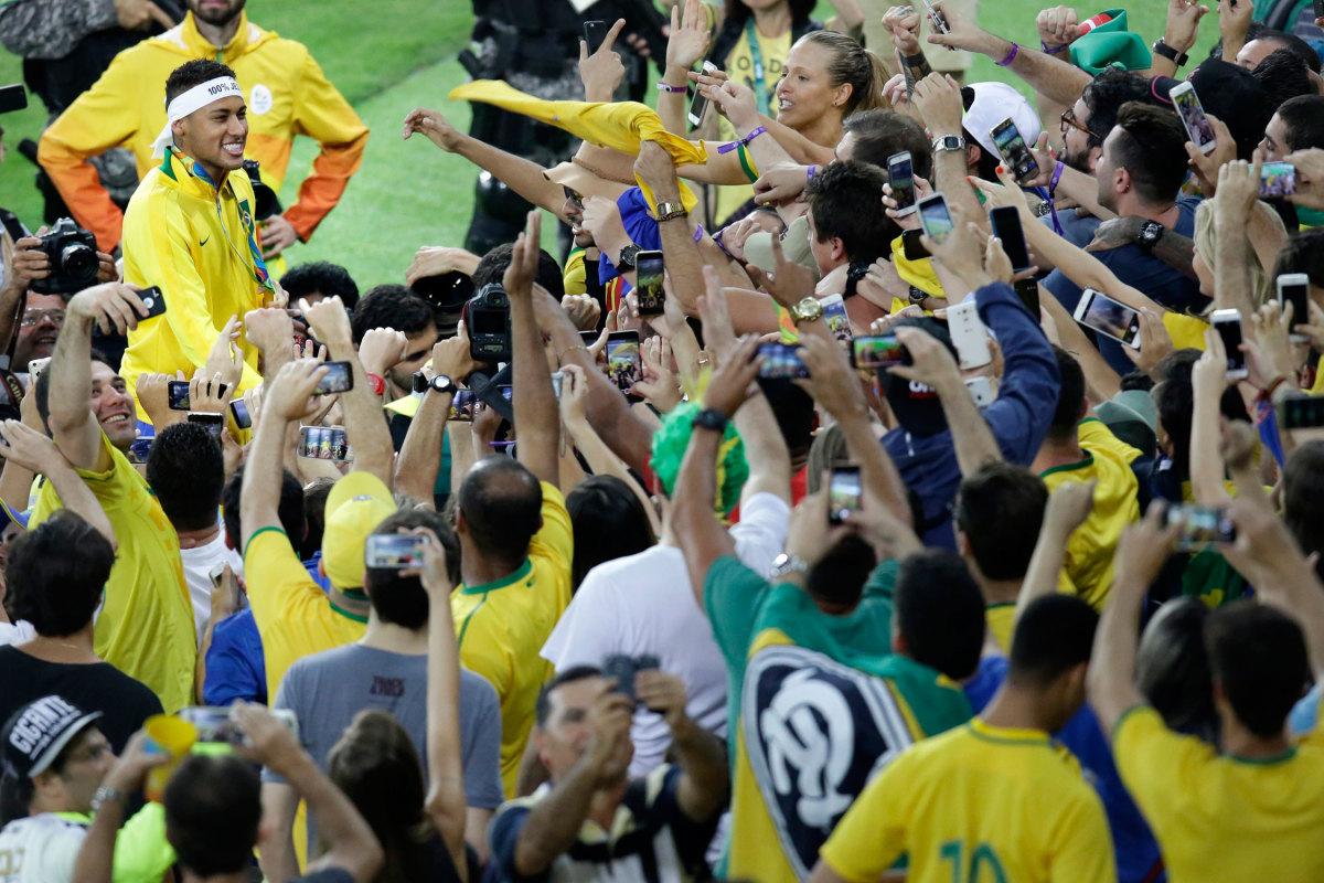 neymar-fans-brazil-olympics.jpg