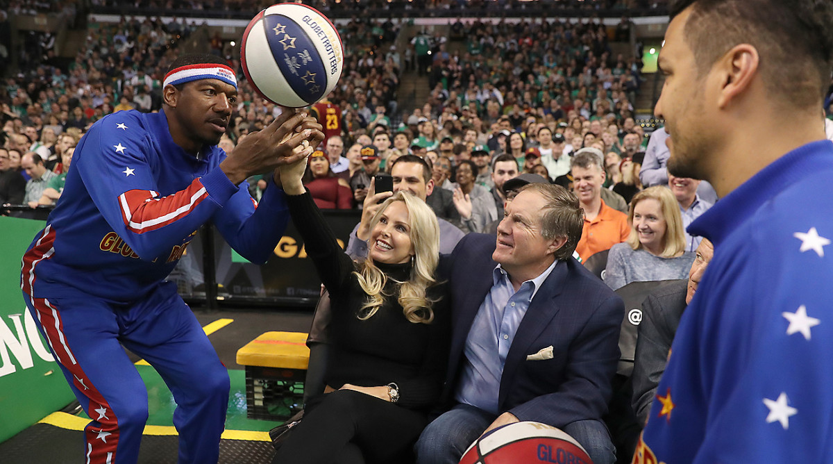 The Harlem Globetrotters paid a special visit to Bill Belichick, and his girlfriend Linda Holliday, during a Cavs-Celtics game in Boston last week.