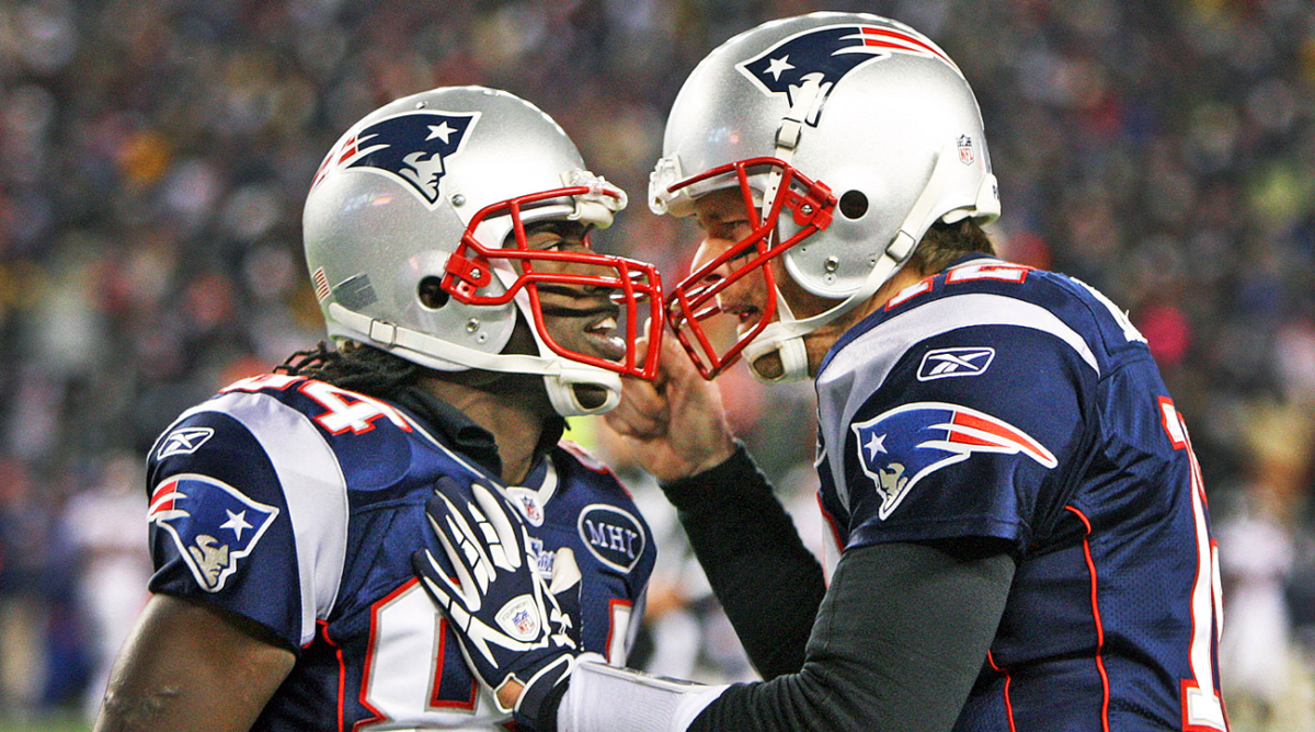 Tom Brady (r.) and Deion Branch.