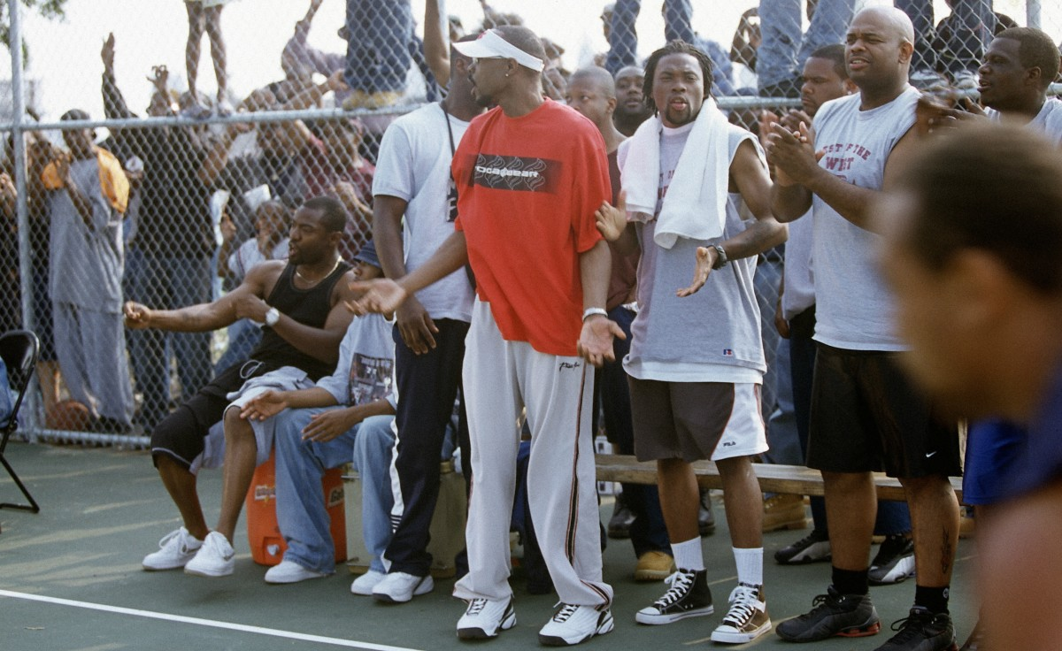 the-wire-avon-barksdale-bench-basketball.jpg