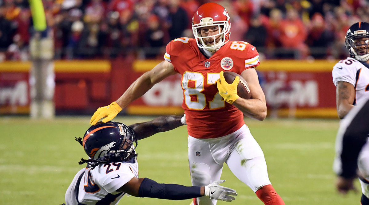 Tight end Travis Kelce helped the Chiefs move to 6-2 on Monday Night Football.