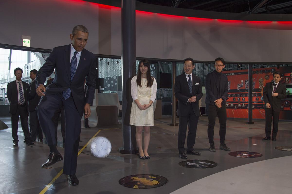 Obama-Soccer-Japan.jpg