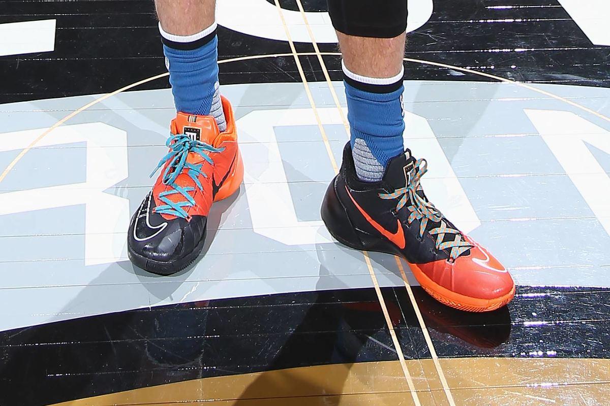 Zach-LaVine-Nike-Hyperdunk-2015-Low-Dunk-Contest-PE-shoes.jpg
