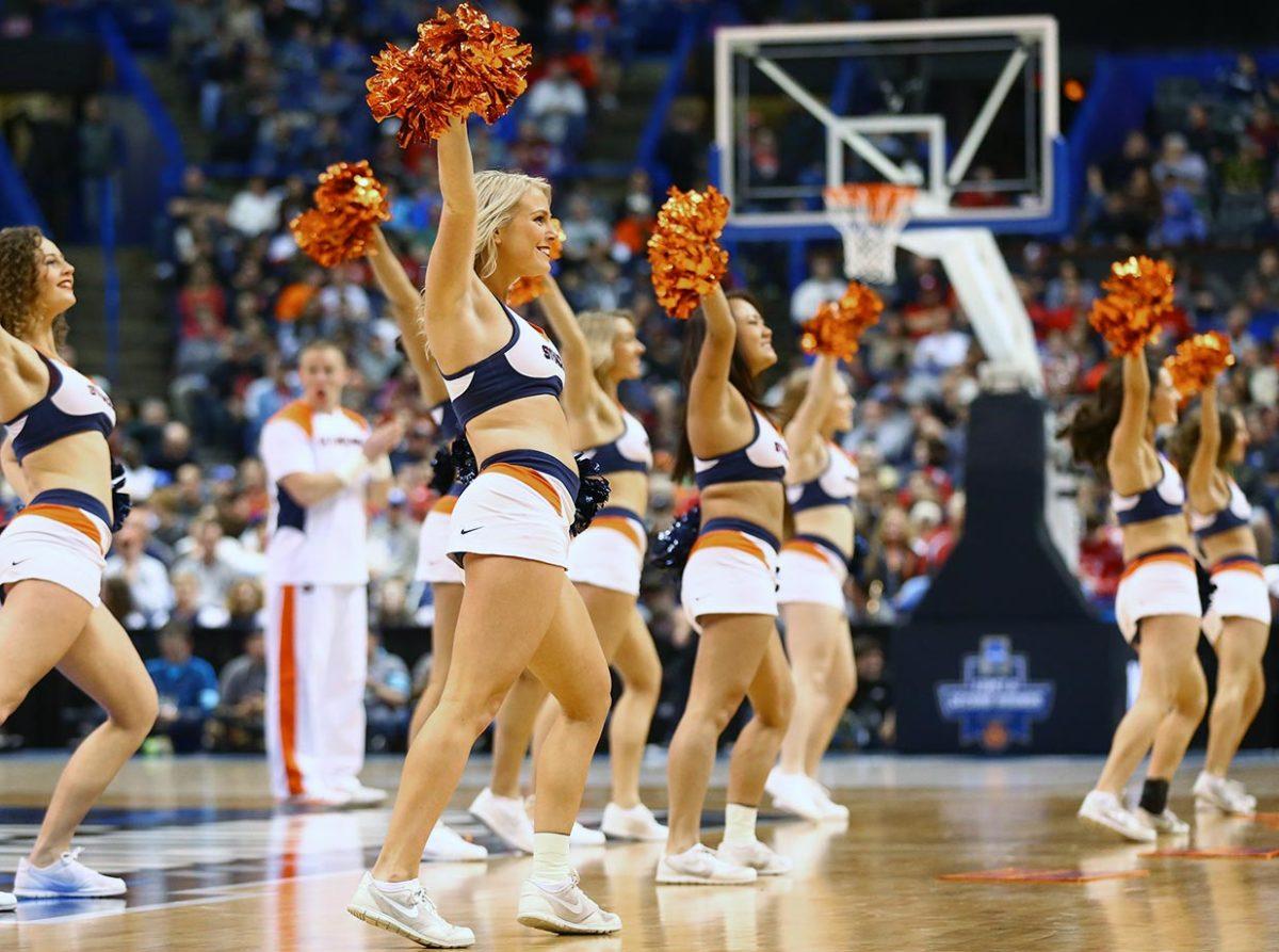 Syracuse-cheerleaders-516740366.jpg