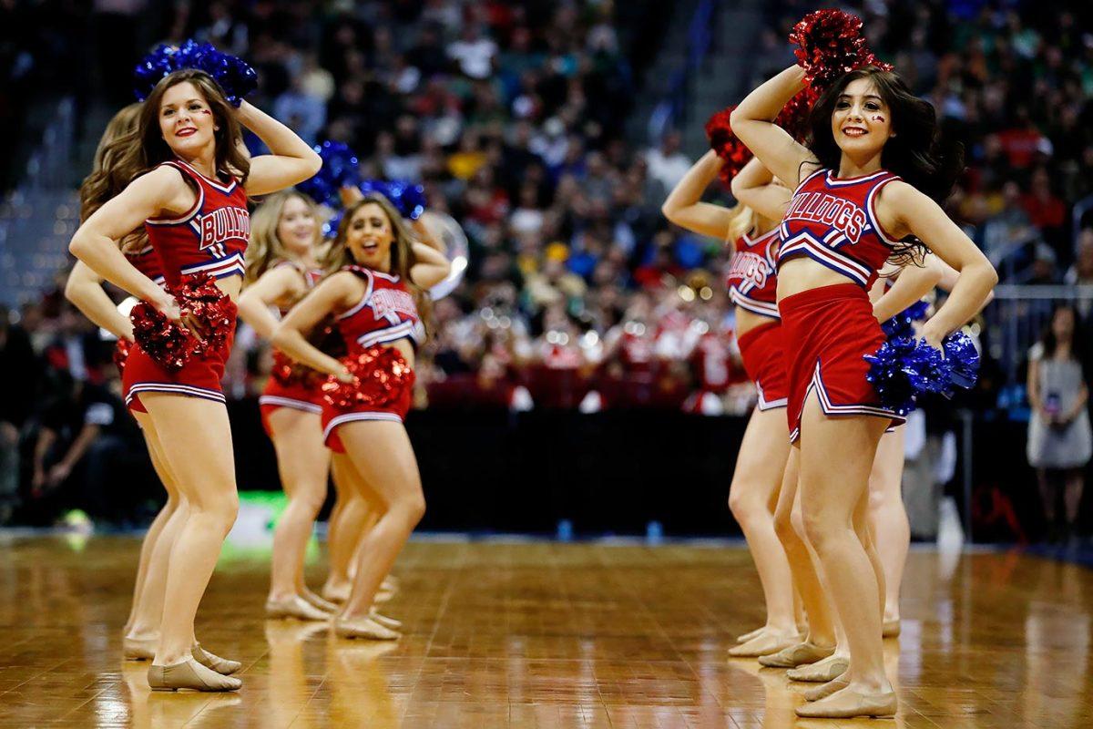 Fresno-State-cheerleaders-516273468.jpg
