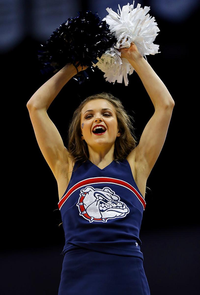Gonzaga-cheerleader-516583456.jpg