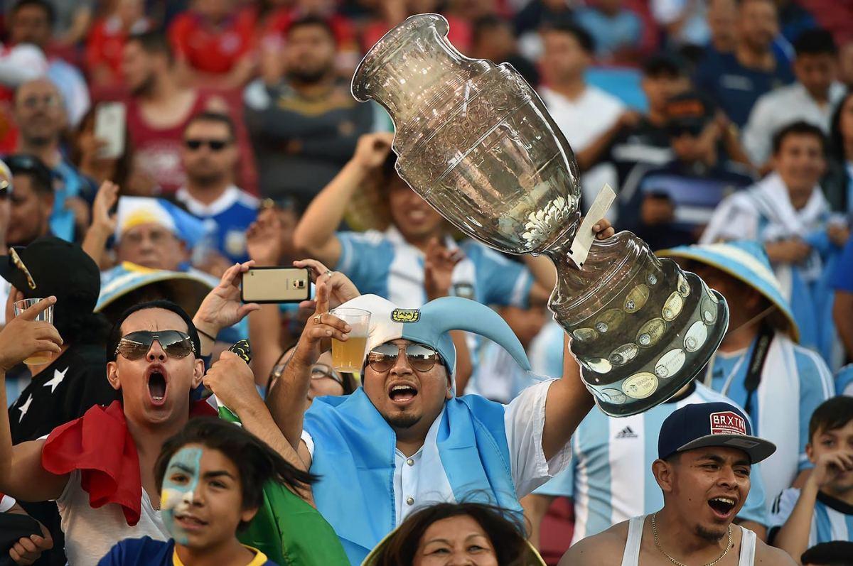 Argentina-fans-GettyImages-538440284_master.jpg