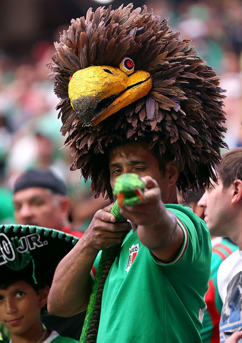 Mexico-fans-3171606050030_mexico_v_uruguay.jpg