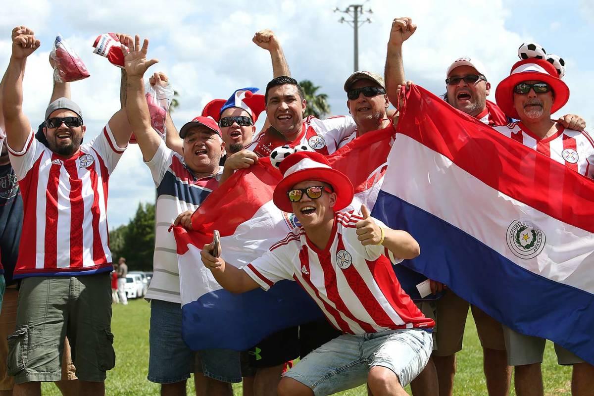Paraguay-fans-538095944.jpg