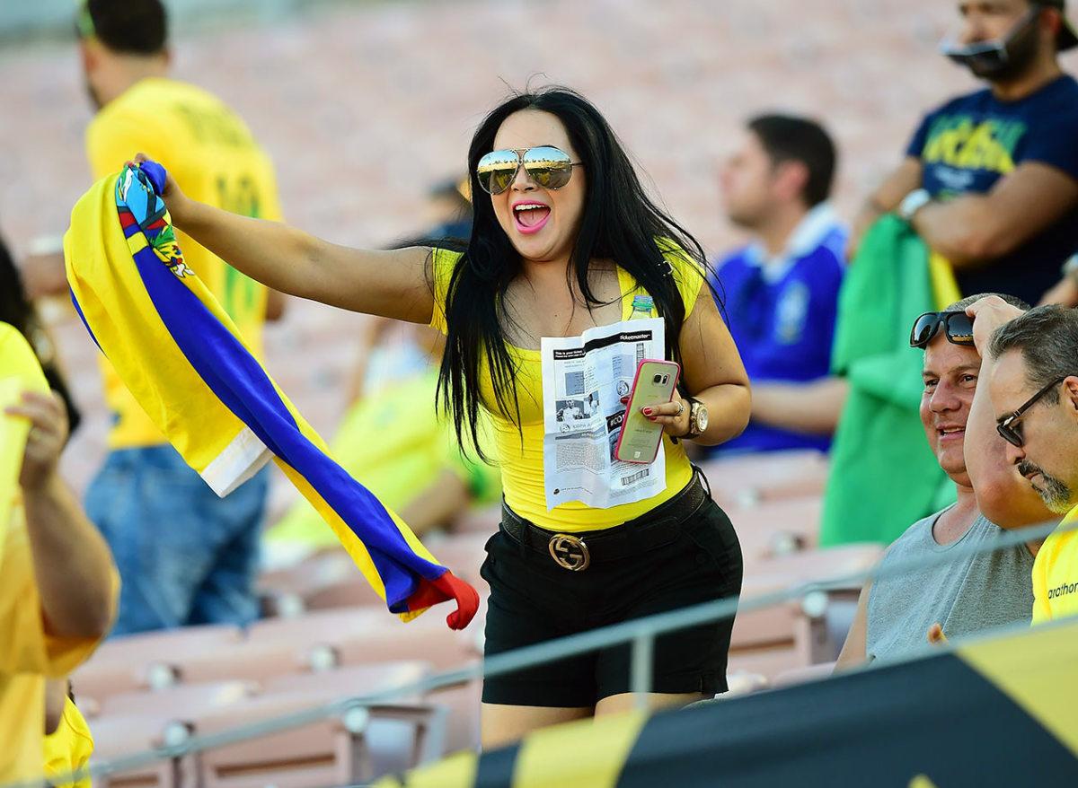 Ecuador-fan-GettyImages-538122586_master.jpg