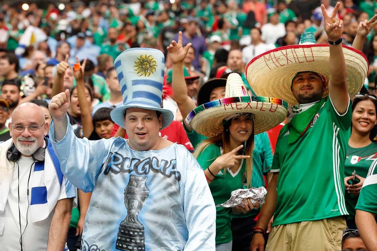 Uruguay-and-Mexico-fans-867ade3c984742898e00fd00ae6ccc3f-0.jpg