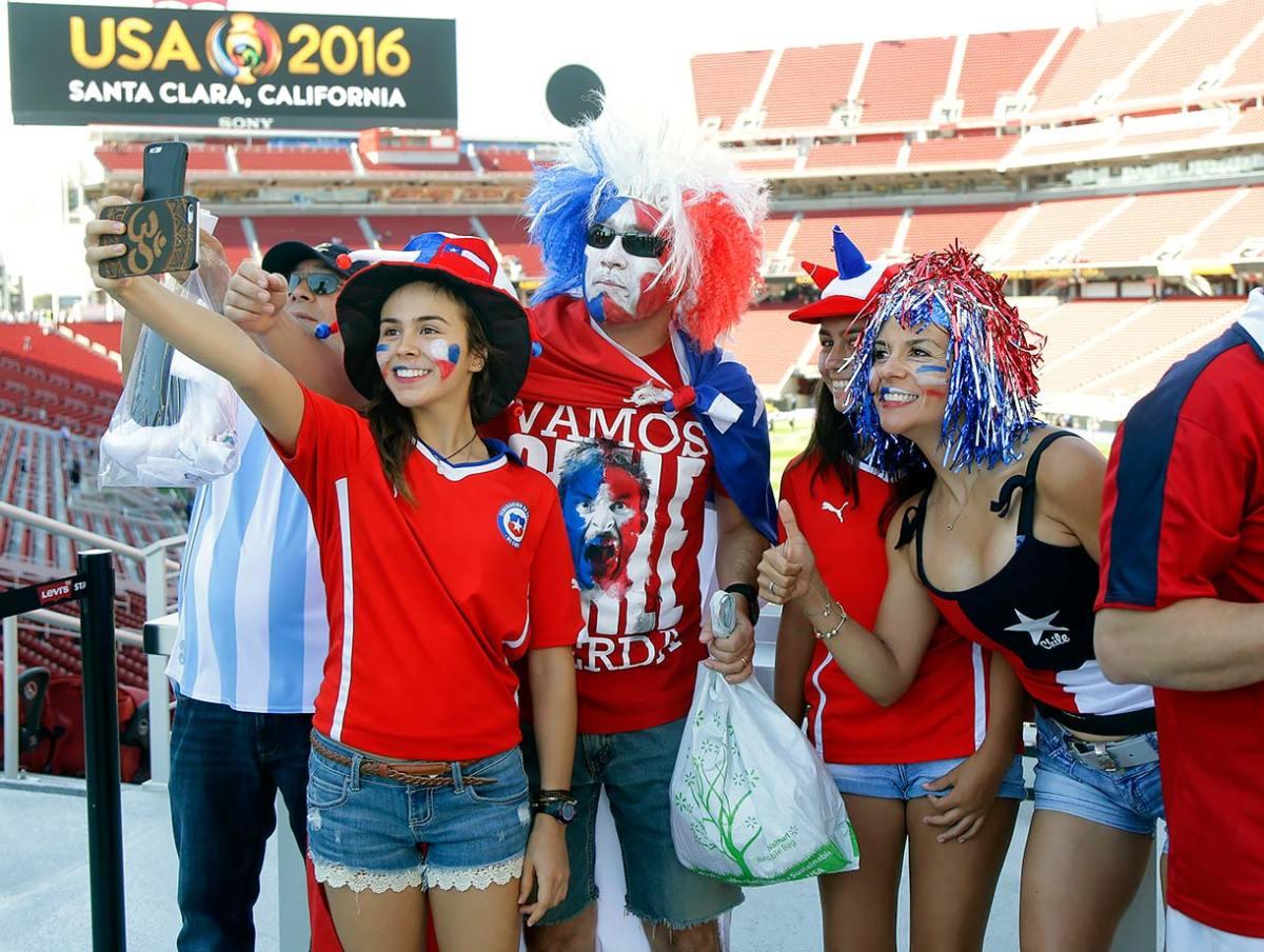 Chile-fans-d2af53ca54204ff2855966d718c17be9-0.jpg