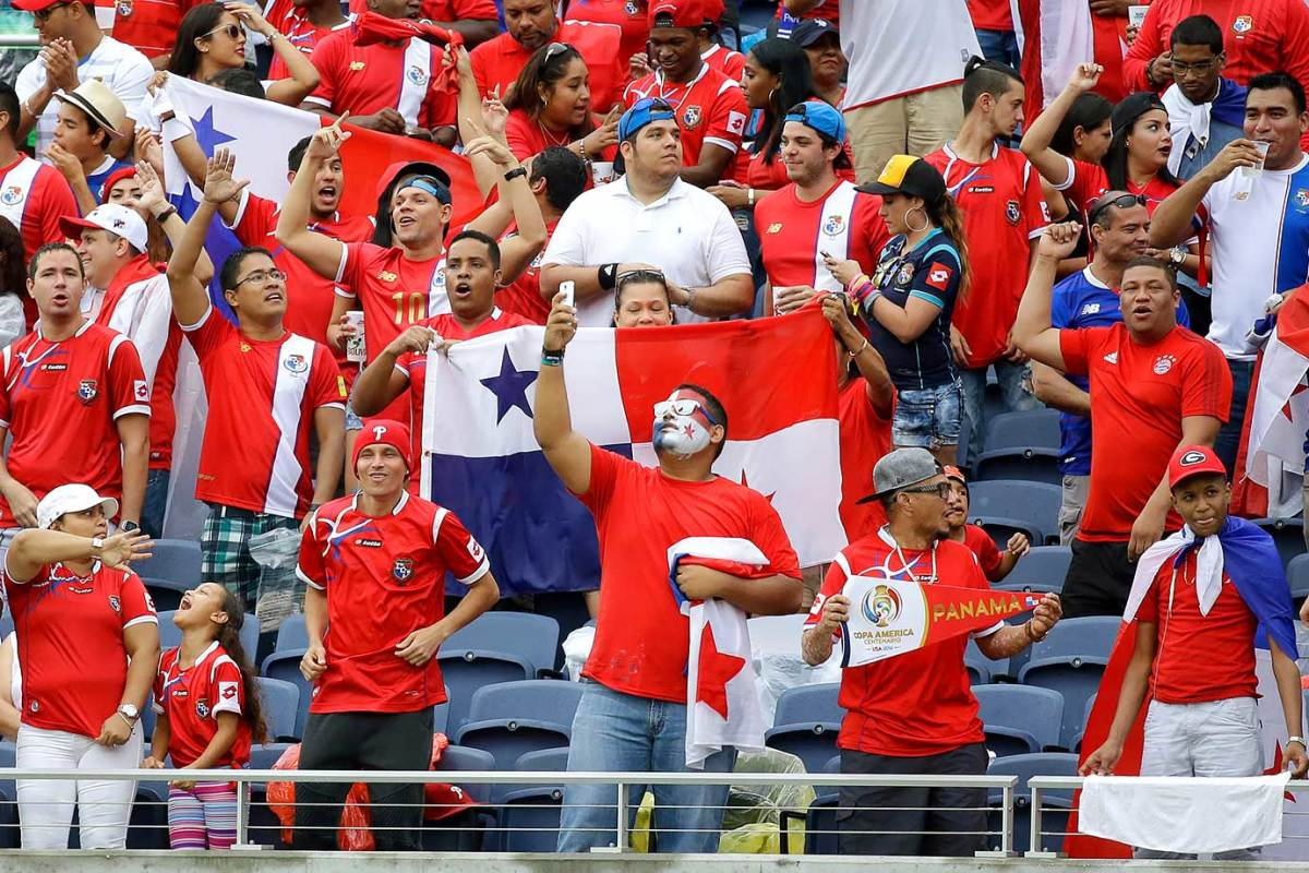 Panama-fans-cb70a3a1ab0a4c00b19f488c12da4f89-0.jpg