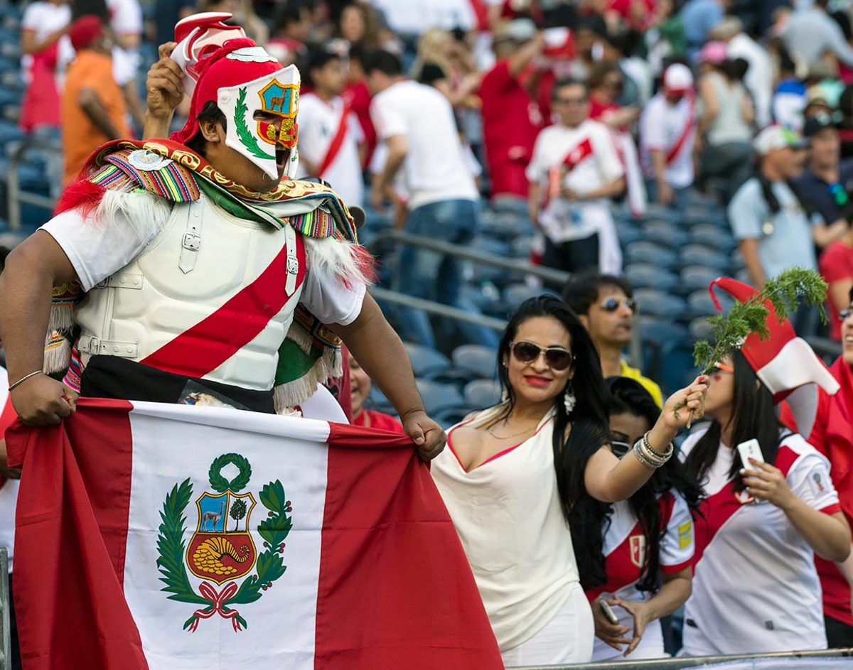 Peru-fans-GettyImages-538143502_master.jpg