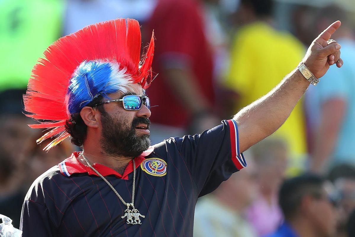 Costa-Rica-fans-538114350.jpg