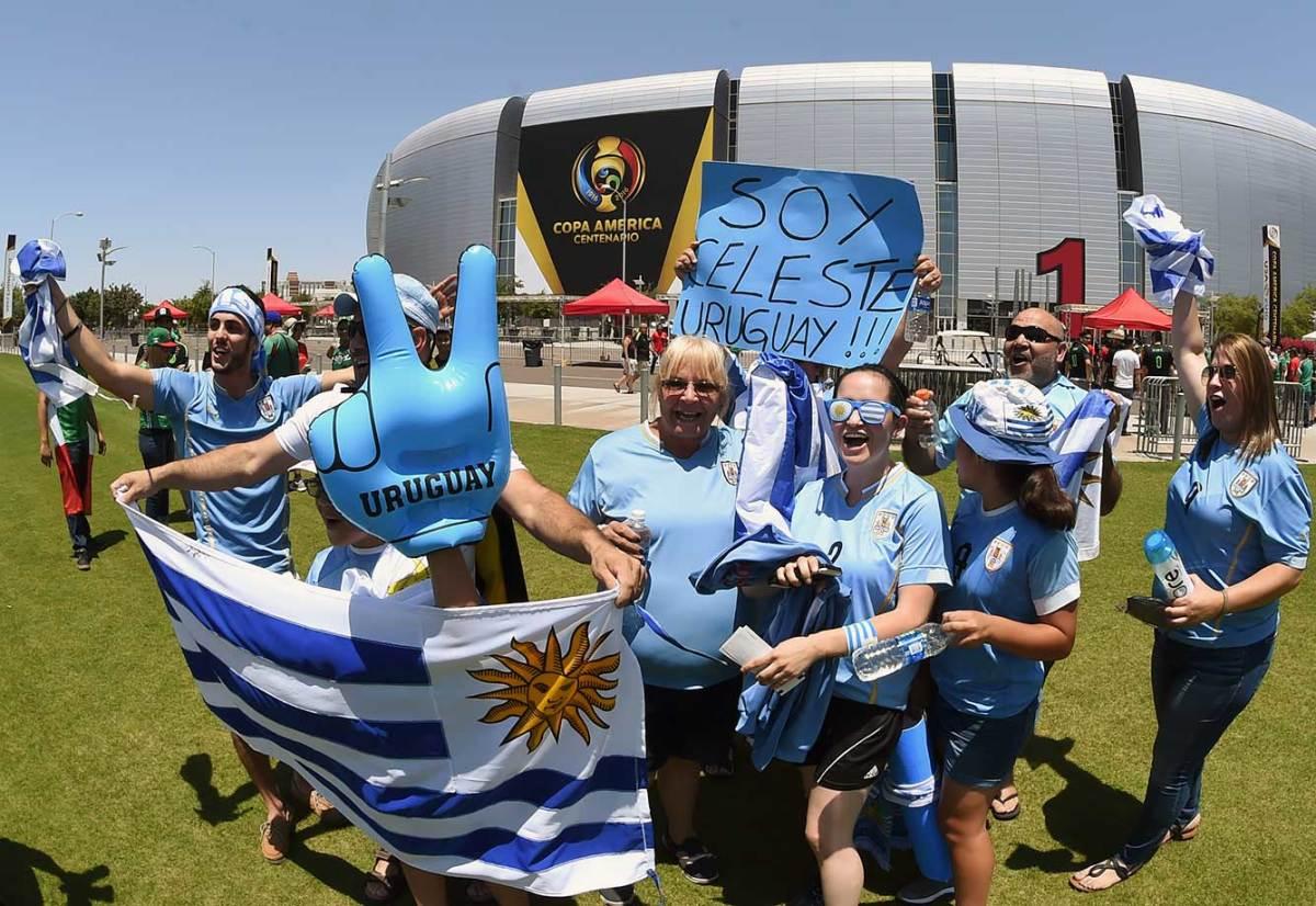 Uruguay-fans-GettyImages-538288808_master.jpg