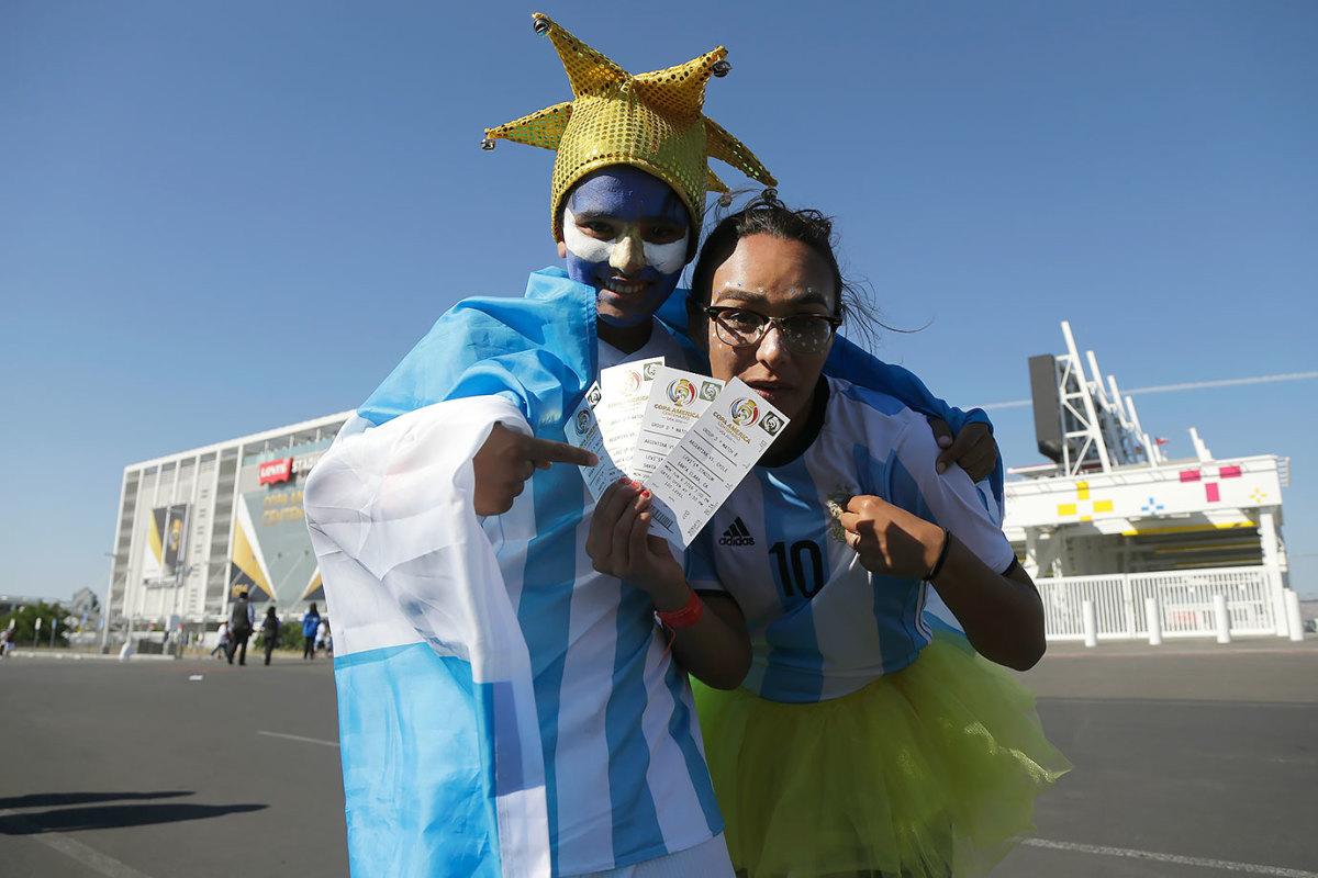 Argentina-fans-adfe551657344cddb5b460f9a7940513-0.jpg