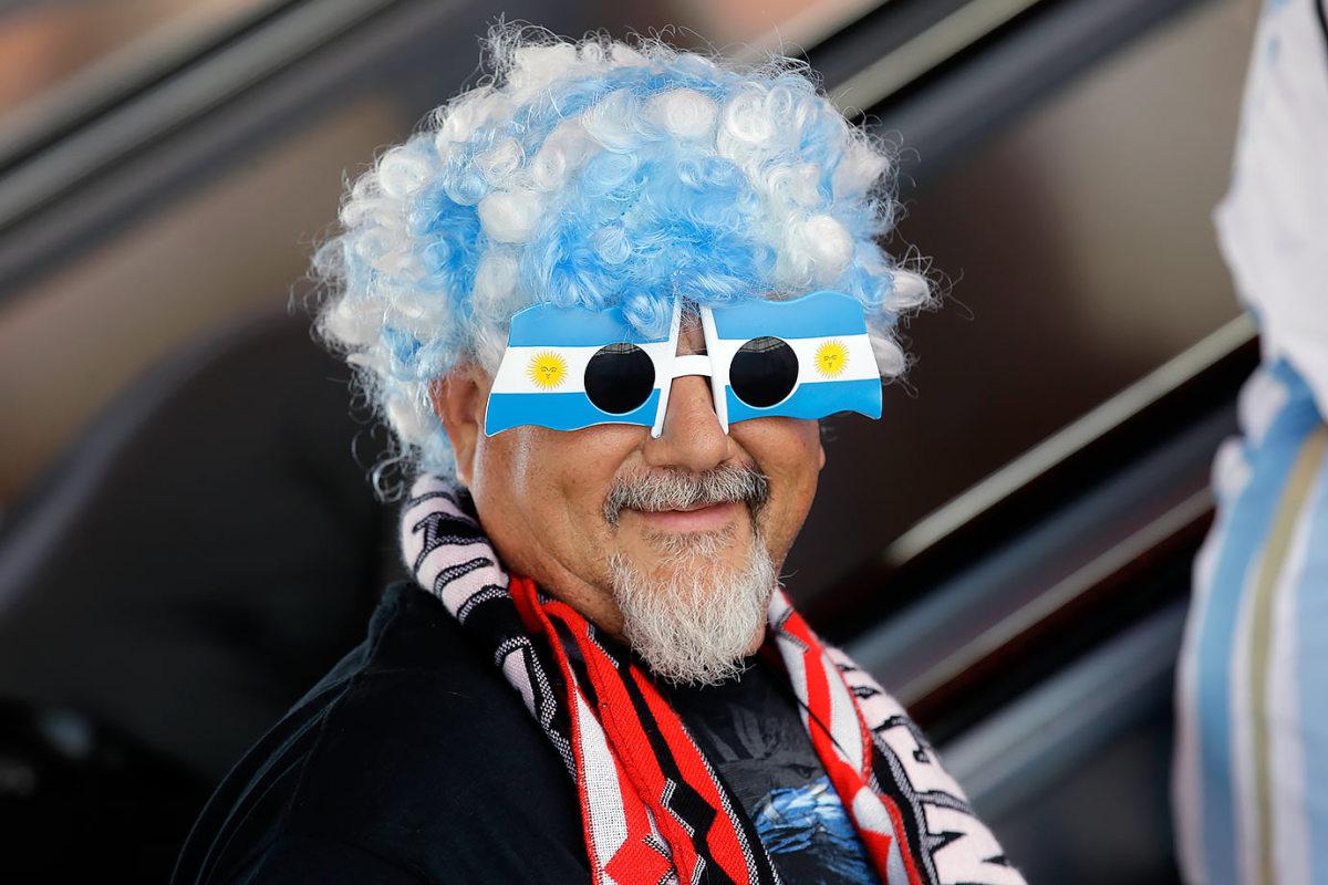Argentina-fans-2c59cef07bca43dbada3cc6ea3a1e3bb-0.jpg