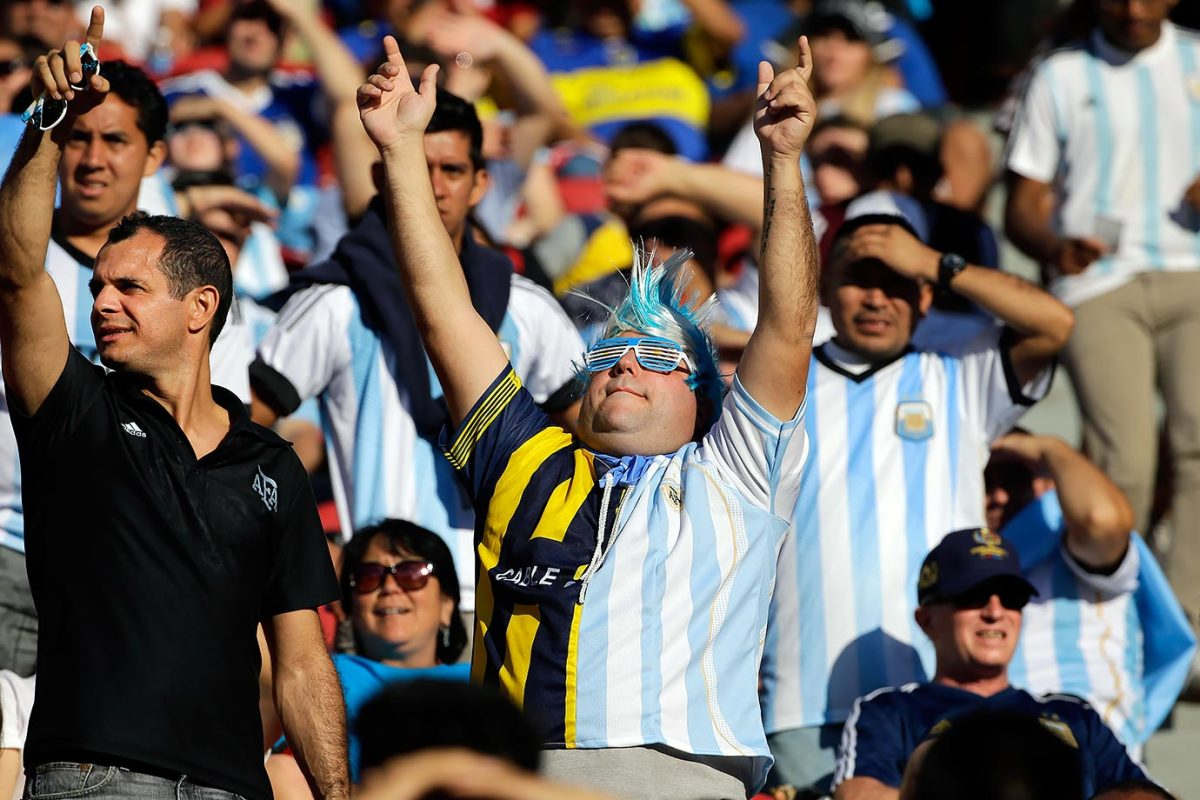 Argentina-fans-ba5153eea6414c479cb8655803cbdec3-0.jpg