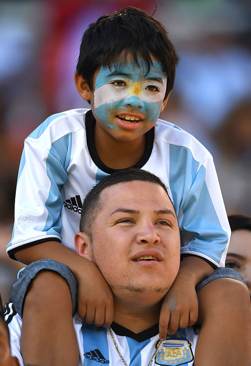 Argentina-fans-538494680.jpg