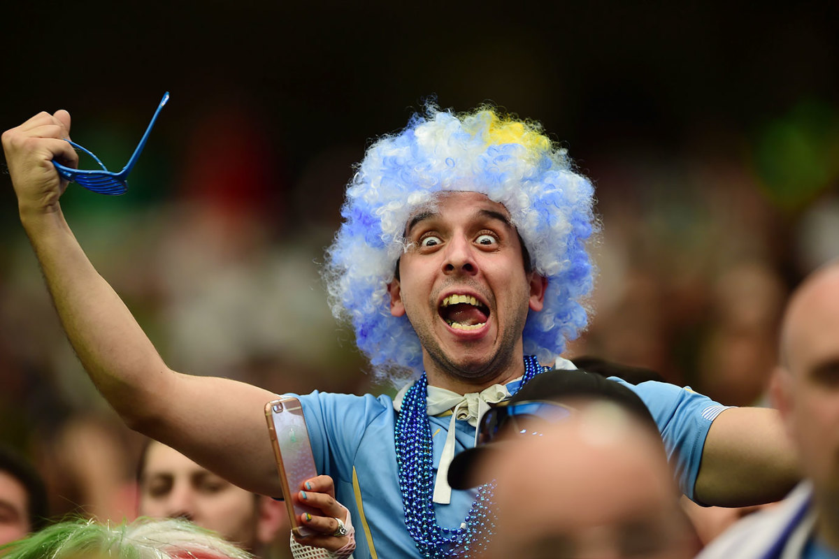 Uruguay-fan-GettyImages-538308482_master.jpg