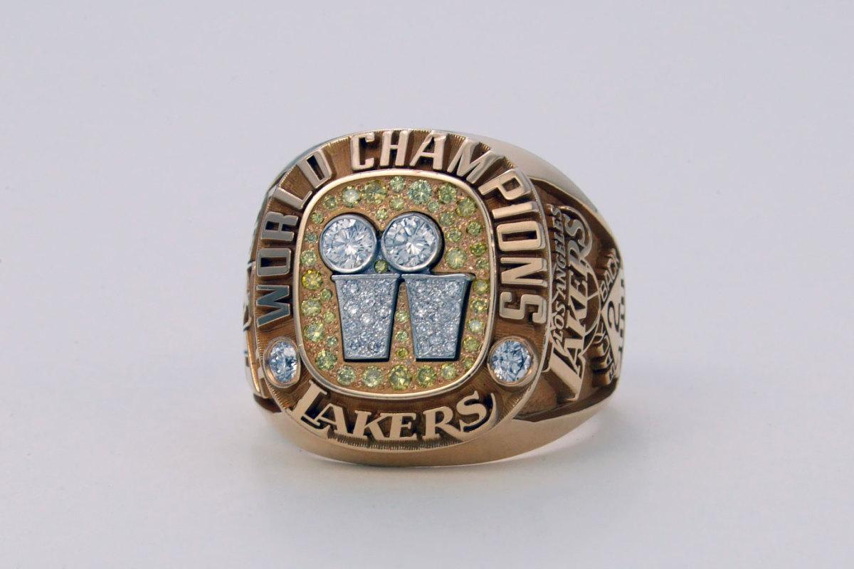 2001-Los-Angeles-Lakers-NBA-Championship-ring.jpg