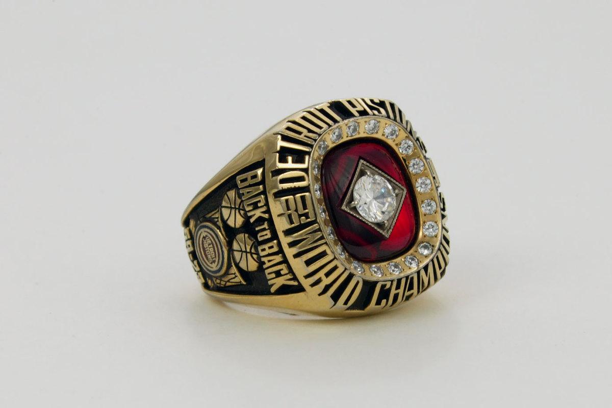 1990-Detroit-PIstons-NBA-Championship-ring.jpg