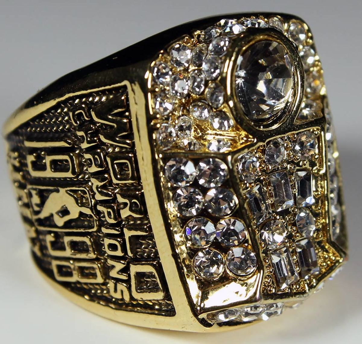 1998-Chicago-Bulls-NBA-Championship-ring.jpg